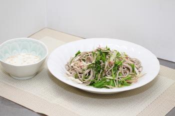 蒸し鶏と水菜のミルクごまとろろそば(広報こうし平成30年12月号掲載)