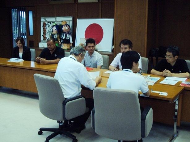 2枚目熊本日日新聞社、ロアッソ熊本、合志市による三者会談