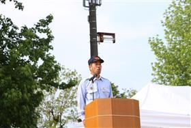 開式を宣言する白井副団長