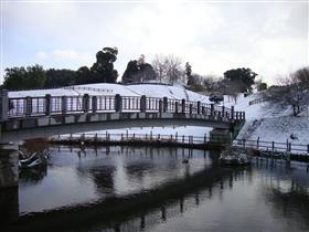寛永堀橋と竹迫城跡公園(冬)
