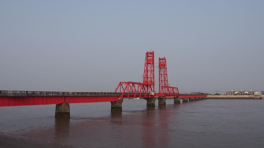 15枚目_ヴィーブルくん、筑後川昇開橋を視察する
